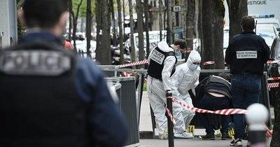 La Nación / Un muerto y un herido por tiroteo afuera de un hospital en París