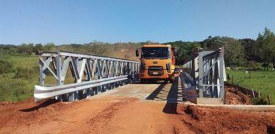 Habilitan puente de metal en Santaní