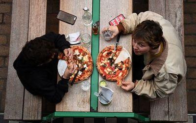 Estrés no desencadena los atracones de comida, según estudio