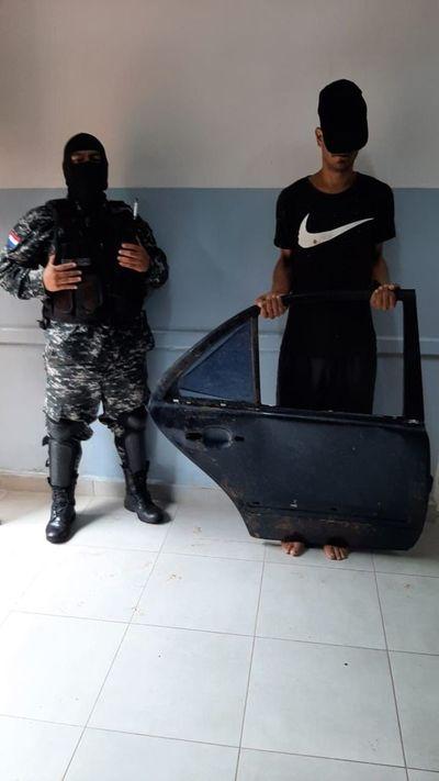 Detenido tras hurtar puerta de un desarmadero