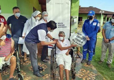 Habilitan cuatro locales de vacunación para adultos mayores de 85 años en el Este