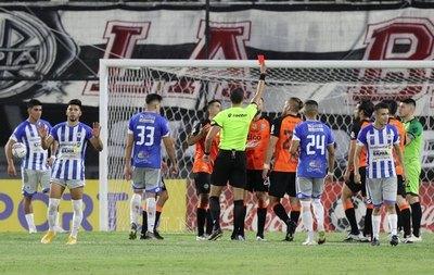 Para Cristian Domínguez, fue penal de Antolín y hubo falta contra Boselli