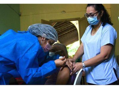 Sector farmacéutico ofrece sus locales para la inmunización