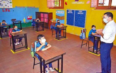 Ministro no cree prudente cerrar aulas en todo el país