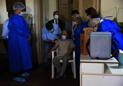 A partir de hoy inmunizarán a 40 mil adultos mayores de 85 años