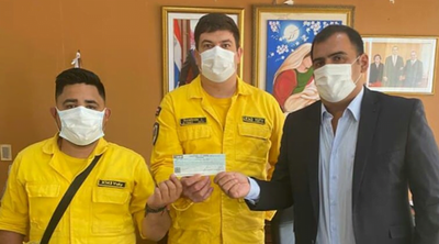 Gobernador entrega aporte a Bomberos Voluntarios de Yuty