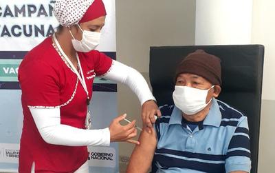 Inició la vacunación de adultos mayores en Coronel Oviedo