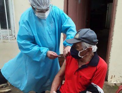 Aseguran que todos los vacunatorios del país cuentan con dosis contra el covid · Radio Monumental 1080 AM