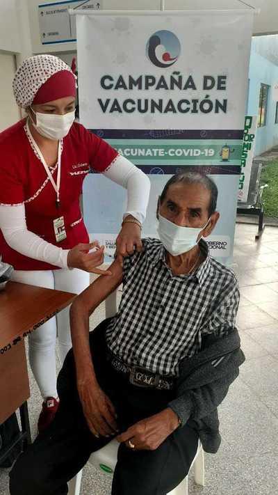 Abuelitos reciben vacuna contra Covid-19 en Coronel Oviedo – Prensa 5