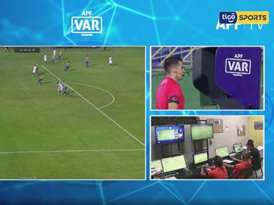 El análisis del VAR en el partido entre Luqueño y Cerro