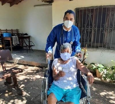 Extranjeros podrán recibir vacunas contra COVID-19