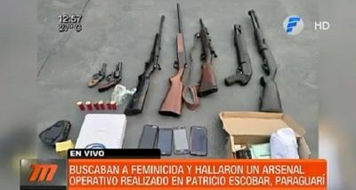 En busca de feminicida, hallan arsenal en Escobar