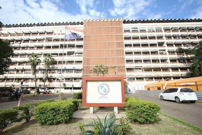 Niña de 1 año y 9 meses internada en el Hospital Central del IPS por covid-19