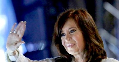 La Nación / La justicia argentina sobreseyó a Cristina Kirchner