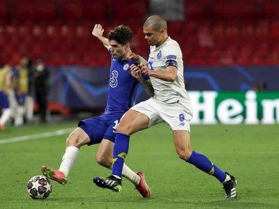 La chilena de Taremi no evita el pase del Chelsea a semifinales