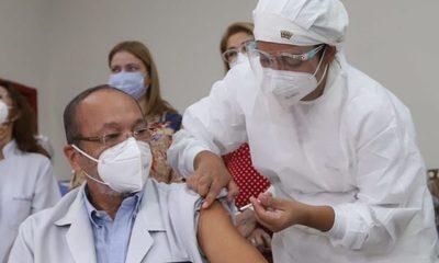 Error en vacunas: 48 Profesionales de blanco recibieron 2da. dosis de otra marca