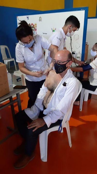 Aplicaron vacunas fuera del rango de edad en Presidente Franco