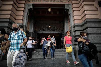 Nuevo récord diario de 27.000 casos de covid-19 pone en alerta a Argentina