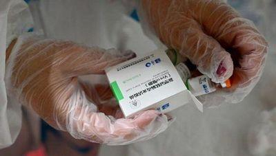 """""""Los dos lotes son parecidos y están en chino"""", dicen tras error en vacunación"""