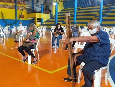 Vacunaron a personas fuera del rango de edad en Presidente Franco · Radio Monumental 1080 AM