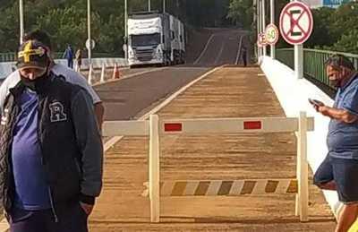 Camioneros BRASILEÑOS impiden paso de carga en la FRONTERA FOZ-PUERTO IGUAZU