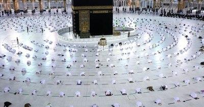 La Nación / Peregrinos vacunados acuden a La Meca en el primer día del Ramadán