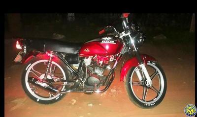 Joven hurta la moto de su vecino •