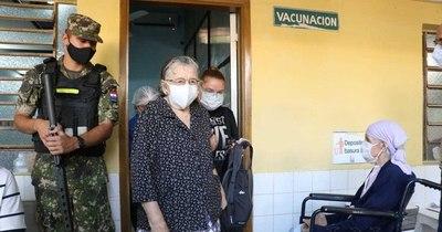 La Nación / Vacunados vip en el Este: de los 145 inmunizados, 110 son los privilegiados