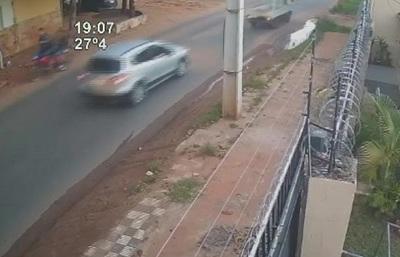 Joven que esperaba bus fue baleado por motochorros