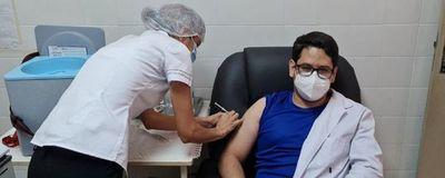 Vacunados VIP: Ex autoridades, empresarios y hasta docentes figuran en la lista