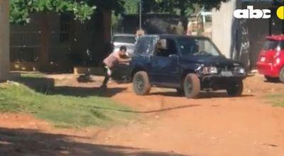 Karma instantáneo: Camioneta usada para asaltos les jugó una mala pasada y uno terminó detenido