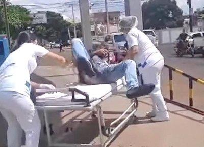 Crónica / Le balearon, manejó al sanatorio y murió