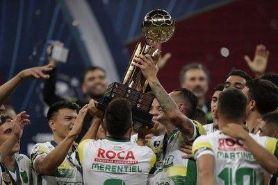 Defensa y Justicia festeja la Recopa ante el Palmeiras de Gustavo Gómez