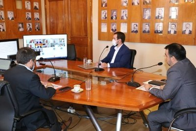 Ministro Llamosas analizó con el FMI la coyuntura económica del Paraguay