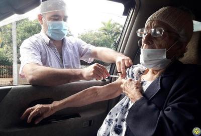 Vacunatorio en la Casona Julio Correa •