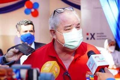 Gobernador busca desmarcarse de ocurrido con vacunas en universidad de su familia