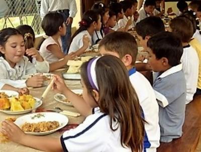 Con expectativas, y malos antecedentes, distribuirán millonario almuerzo escolar en Concepción