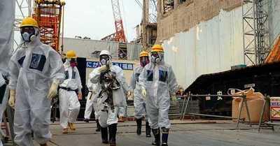 China pide a ministro japonés que beba el agua contaminada de Fukushima que consideró potable
