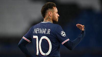 Neymar, el blanco de más faltas