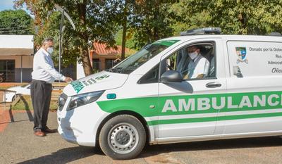 Alejo Ríos entrega nueva ambulancia al Hospital de Caaguazú
