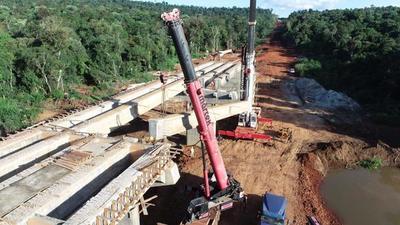Corredor de Exportación: Culminan montaje de vigas para el puente sobre el río Ñacunday