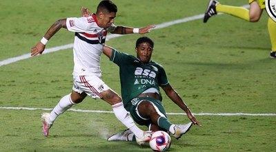 El paraguayo Galeano brilla en el Paulistão con dos asistencias