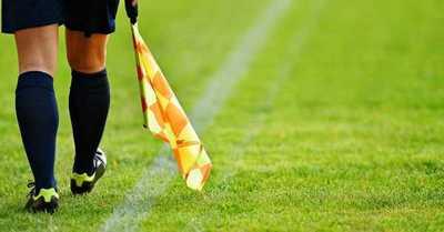 La TV iraní cortó más de 100 veces un partido de la Premier League para no mostrar las piernas de la árbitro asistente