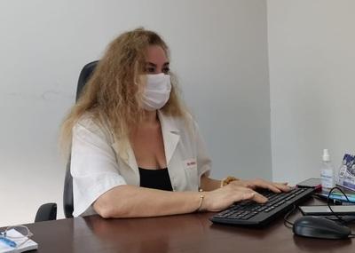 Directora de Hospital de Barrio Obrero puso su cargo a disposición tras errónea aplicación de vacunas
