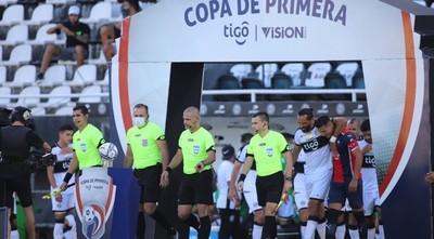 Un uruguayo y un argentino los árbitros designados para el debut copero de Olimpia y Cerro Porteño