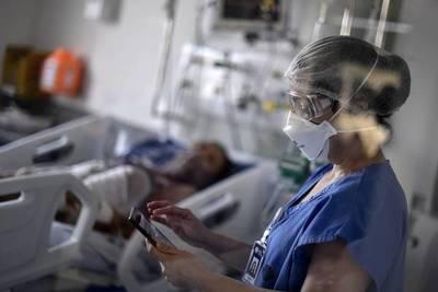Entre ayer y hoy fallecieron a causa del covid cinco enfermeras. Hay otras 35 internadas, en grave estado