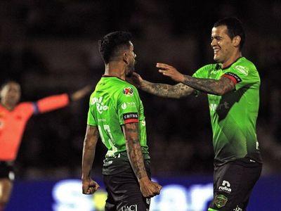 William Mendieta asiste y hace un gran gol de chilena para Juárez