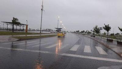 Anuncian lluvias y tormentas para tres departamentos de la región Oriental