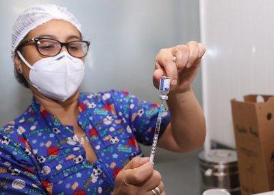 Siguen saltando irregularidades en sistema de vacunación