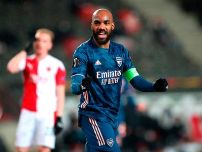 Arsenal pasa a semifinales a base de goleada